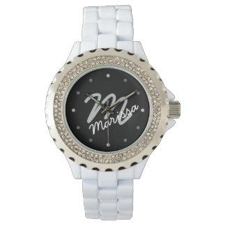 スポーティな女性の名前入りなモノグラム 腕時計