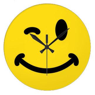 スマイリーフェイスの柱時計 ラージ壁時計