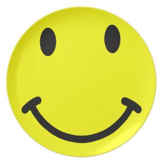 スマイリーフェイスの黄色のプレート プレート