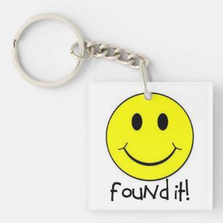 スマイリーフェイスGeocaching Keychainと見つけられる キーホルダー