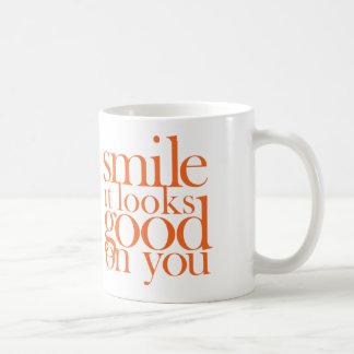 スマイル。 それはあなたでよく見ます コーヒーマグカップ