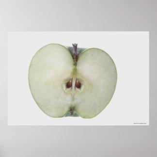 スライスされたおばあさん鍛冶屋のりんごのクローズアップ ポスター