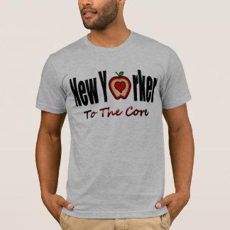 スライスされた大きいAppleとの中心へのニューヨーカー Tシャツ