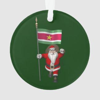 スリナムの旗を持つサンタクロース オーナメント