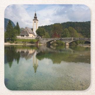 スロベニアのコースターの教会が付いているBohinj湖 スクエアペーパーコースター
