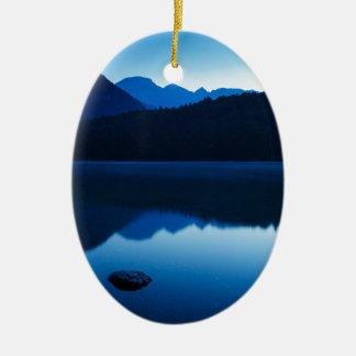 スロベニアの湖Bohinjの夜明け セラミックオーナメント