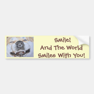 スローガンの現実主義者の芸術と微笑している秋田おもしろいな犬 バンパーステッカー