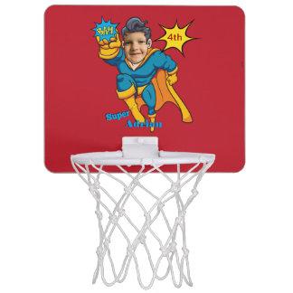スーパーヒーローの名前入りな行為の写真の漫画の芸術 ミニバスケットボールゴール