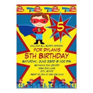 スーパーヒーローは男の子の誕生日のパーティの招待状の青をからかいます 12.7 X 17.8 インビテーションカード