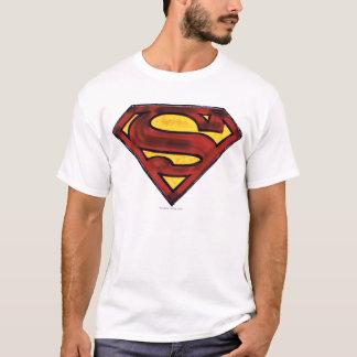 スーパーマンのS盾の|暗くされた赤いロゴ Tシャツ