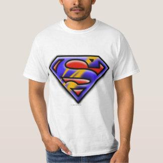 スーパーマンのS盾|の紫色のエアブラシのロゴ Tシャツ