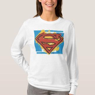 スーパーマンのS盾|の色彩の鮮やかで青い背景のロゴ Tシャツ