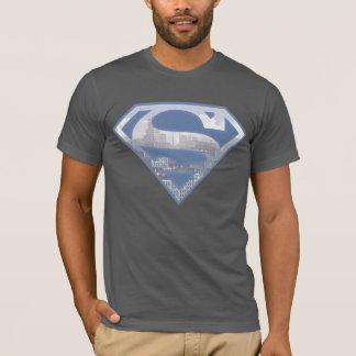 スーパーマンのS盾|淡いブルーの都市ロゴ Tシャツ