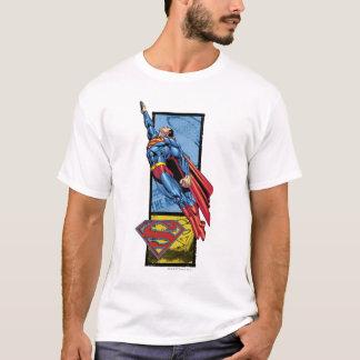 スーパーマンはロゴと跳びます Tシャツ