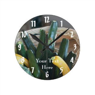 ズッキーニおよびペポカボチャの自然 ラウンド壁時計