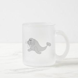セイウチによって曇らされるマグ フロストグラスマグカップ