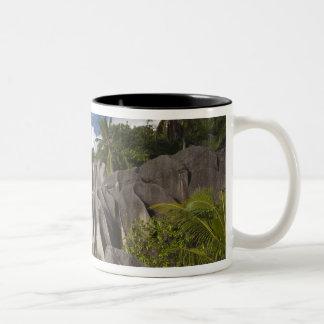 セイシェルのLaのDigueの島、L'Unionの財産 ツートーンマグカップ