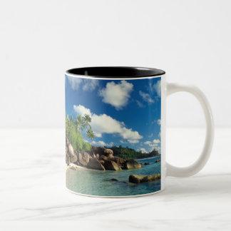 セイシェルのMaheの島、Lazare湾 ツートーンマグカップ