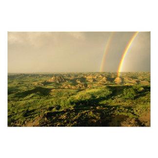セオドアの色彩の鮮やかな渓谷上の二重虹 フォトプリント