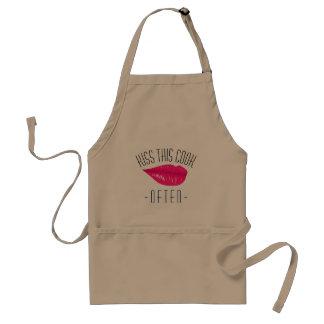 セクシーな唇を搭載するこの調理師に頻繁に接吻して下さい スタンダードエプロン