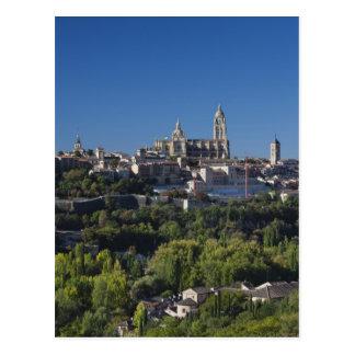 セゴビアのカテドラルとの高い町の眺め ポストカード