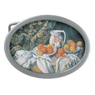 セザンヌの静物画のカーテン、開花した水差し、フルーツ 卵形バックル