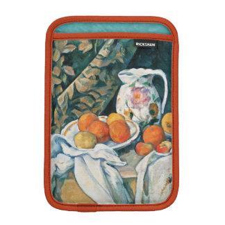 セザンヌの静物画のカーテン、開花した水差し、フルーツ iPad MINIスリーブ