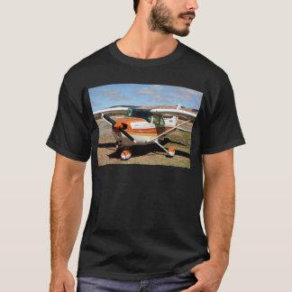 セスナの航空機 Tシャツ