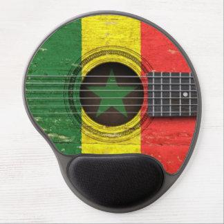 セネガルの旗が付いている古いアコースティックギター ジェルマウスパッド
