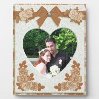 セピア色のバラのポートレートの写真のプラク フォトプラーク