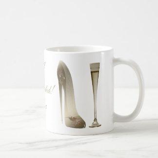 セピア色の小剣の靴およびお祝いシャンペン コーヒーマグカップ
