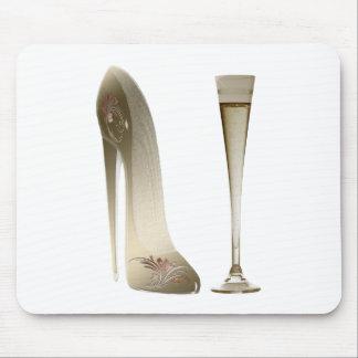 セピア色の小剣の靴およびお祝いシャンペン マウスパッド