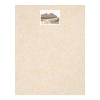 セピア色色の崖。 ベージュ背景 チラシ