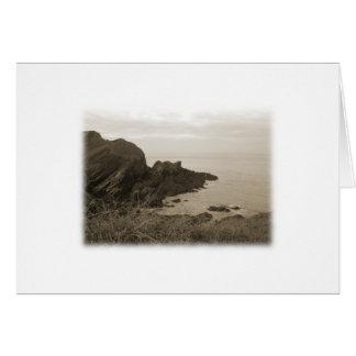 セピア色色の崖。 白い背景 カード
