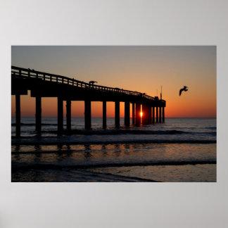 セントオーガスティンのビーチ桟橋の日の出 ポスター