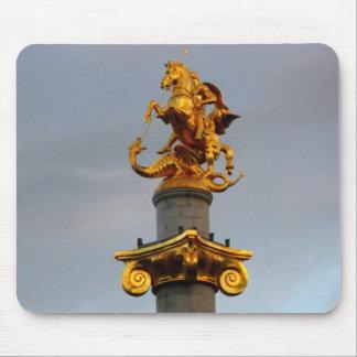 セントジョージ、グルジア共和国の金彫像 マウスパッド