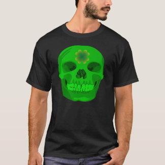 セントパトリックの日のアイルランドのシャムロックのスカル Tシャツ