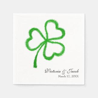 セントパトリックの日のアイルランドの結婚式のシャムロックの名前の日付 スタンダードカクテルナプキン