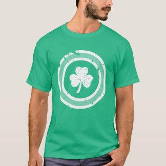 セントパトリックの日のグランジなシャムロックのTシャツ Tシャツ