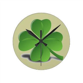 セントパトリックの日のシャムロックのクローバーの時計 ラウンド壁時計