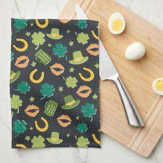 セントパトリックの日のシャムロックパターン キッチンタオル