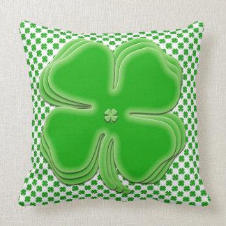 セントパトリックの日の休日の緑のシャムロックパターン クッション