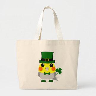 セントパトリックの日の間服を着るアイルランドのcockatiel ラージトートバッグ
