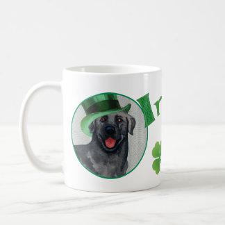 セントパトリックの日の黒の実験室 コーヒーマグカップ