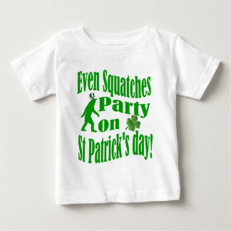 セントパトリックの日のSquatchesのパーティー ベビーTシャツ