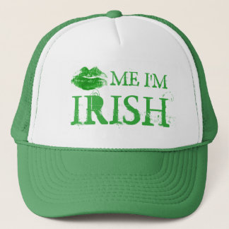 セントパトリックの日は私によってがアイルランドの緑の唇である私に接吻します キャップ