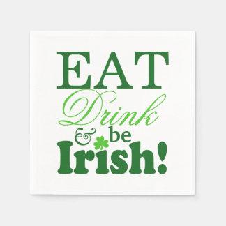 セントパトリックの日は飲み物を食べ、アイルランド人のパーティーです スタンダードカクテルナプキン