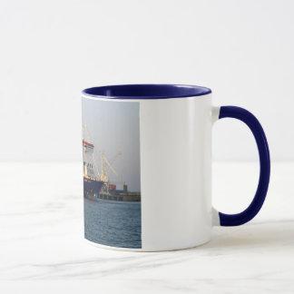 セントピーターの港、ガーンジーの提督のクリッパー マグカップ