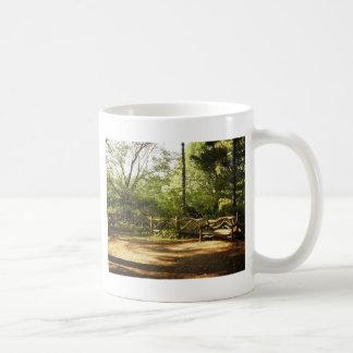 セントラル・パークのベンチ、夏、ニューヨークシティ コーヒーマグカップ