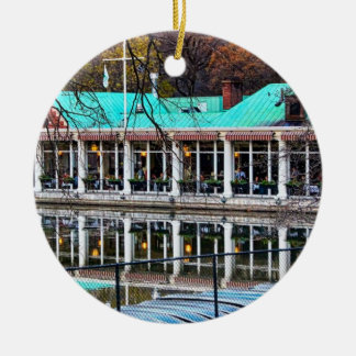セントラル・パークのボートのレストランのボートハウス セラミックオーナメント